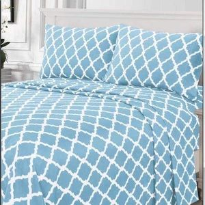 ⭐️SALE⭐️King 4pc Ice Blue Arabesque Bedsheets